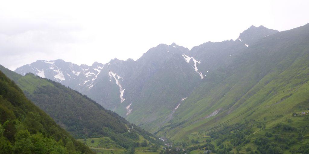 Besneeuwde bergpieken